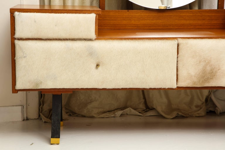 Roger Landault Creme Cowhide Vanity, France, Mid-Century 1950 In Good Condition For Sale In New York, NY