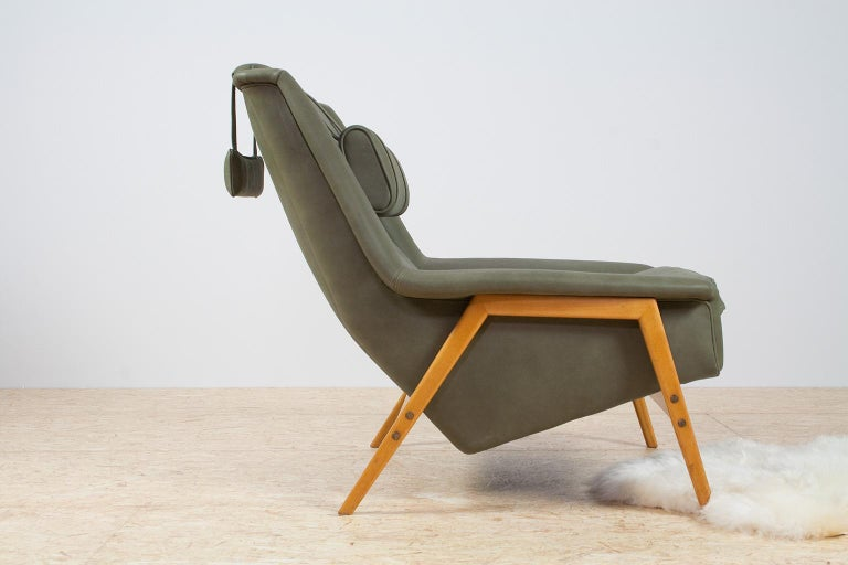 Scandinavian Modern Re-Upholstered Green Leather Lounge Chair by Folke Ohlson In Excellent Condition For Sale In Beek en Donk, NL