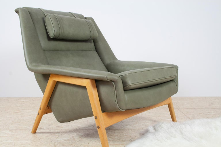 Scandinavian Modern Re-Upholstered Green Leather Lounge Chair by Folke Ohlson For Sale 2