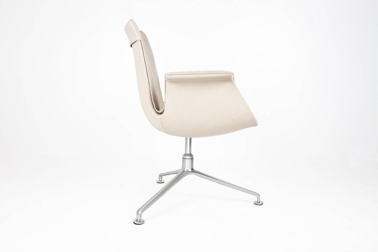 Scandinavian modern iconic Tulip chair in light brown / beige leather designed by Jørgen Kastholm and Preben Fabricius at the end of the 1960s. This swivel chair has an aluminum base with glides, with seat height of 44 cm / 17.3 inch. Light brown