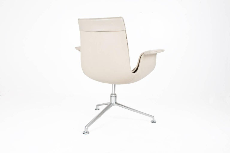 German Scandinavian Modern Beige Leather and Swivel Tulip Chair by Kastholm & Fabricius For Sale