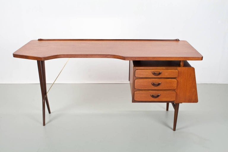 Mid-Century Modern Dutch Writing Desk in Teak by Louis Van Teeffelen, 1950s In Excellent Condition For Sale In Beek en Donk, NL