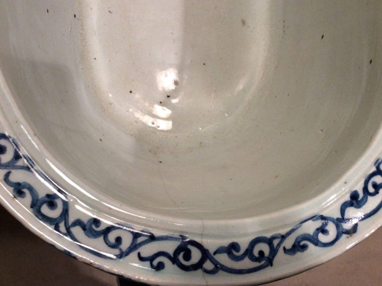 Chinese Large Qing Dynasty Footbath Blue and White Vessel For Sale