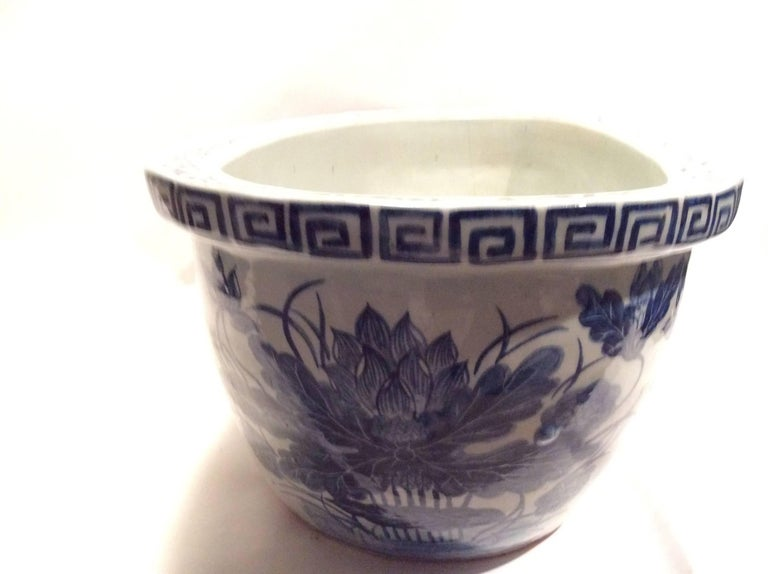 Large Qing Dynasty Footbath Blue and White Vessel In Good Condition For Sale In Santa Fe, NM