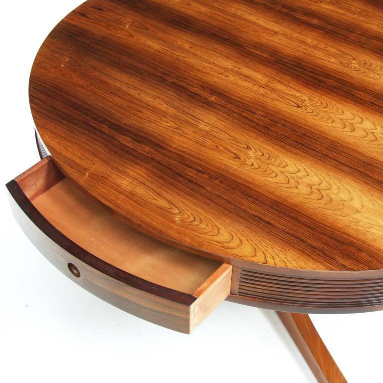 Dining table designed in 1953 by Robert Heritage for Archie Shine, UK.  Circular rosewood top with four matching drawers.  Mahogany pedestal.  Measures: H 72 cm x L 114.5 cm x W 114.5 cm.