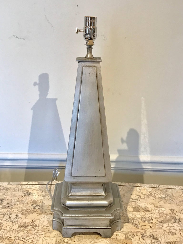 Pair of Silvered and Engraved Mirror Obelisk Lamps In Good Condition For Sale In Atlanta, GA