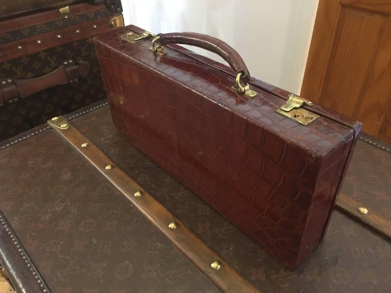 Edwardian Asprey & Co. Crocodile Skin Cantilever Travelling Jewelery Box In Excellent Condition For Sale In London, GB