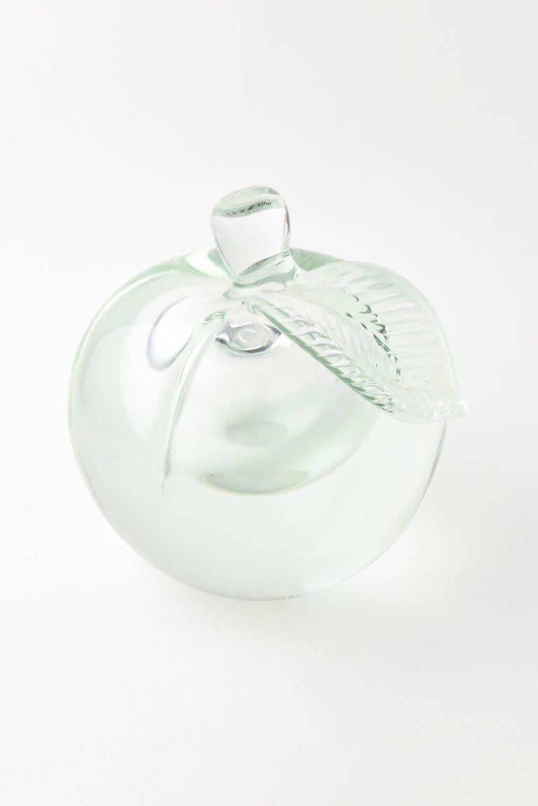 Mid-Century Modern 20th Century Barbini Murano Art Glass Apple Paperweight for Oggetti For Sale