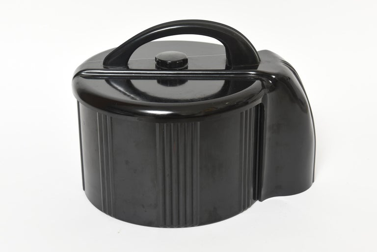 Stunning 1930s Black bakelite or celluloid poker chip holder. Made by Count-Rite Industries, the locking lid has screw type knob closure that keeps the lid nice and tight for easy portability. Once the lid unscrews it reveals a rotating dispenser