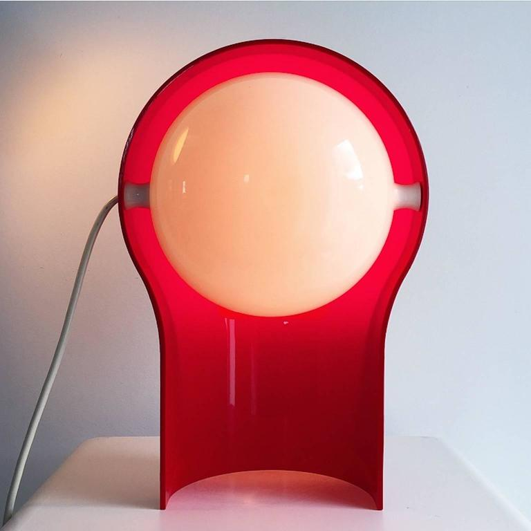All original Telegono table lamp designed in 1968 by world known designer and architect Vico Magistretti for Artemide, Italy.