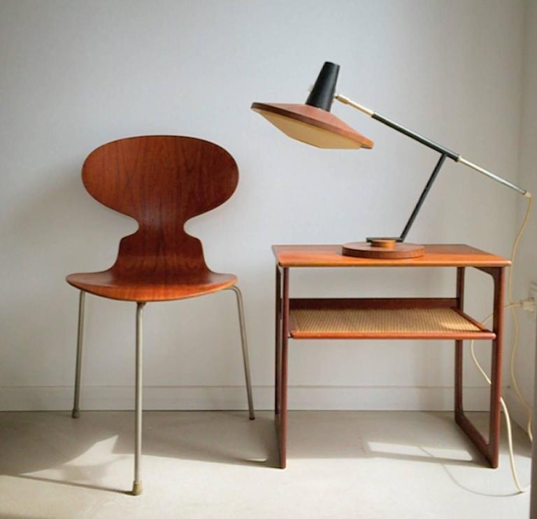 This is an extremely rare and beautiful desk lamp designed in the 1950s by German manufacturer Temde.  Fritz Müller founded this company back in 1911 in Detmold, Germany and ended production in 2000 in Sevelen, Switzerland.  They are especially