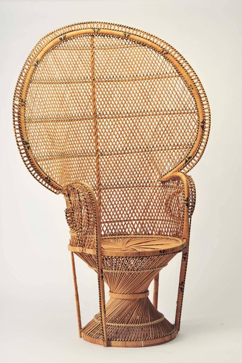Etonnant Mid Century Modern Iconic Emmanuelle Chair Midcentury, Rattan Peacock Chair  For Sale