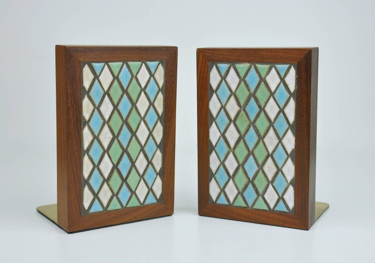 Mid-Century Modern Pair of Jane & Gordon Martz for Marshall Studios Tiled Walnut and Brass Bookends For Sale