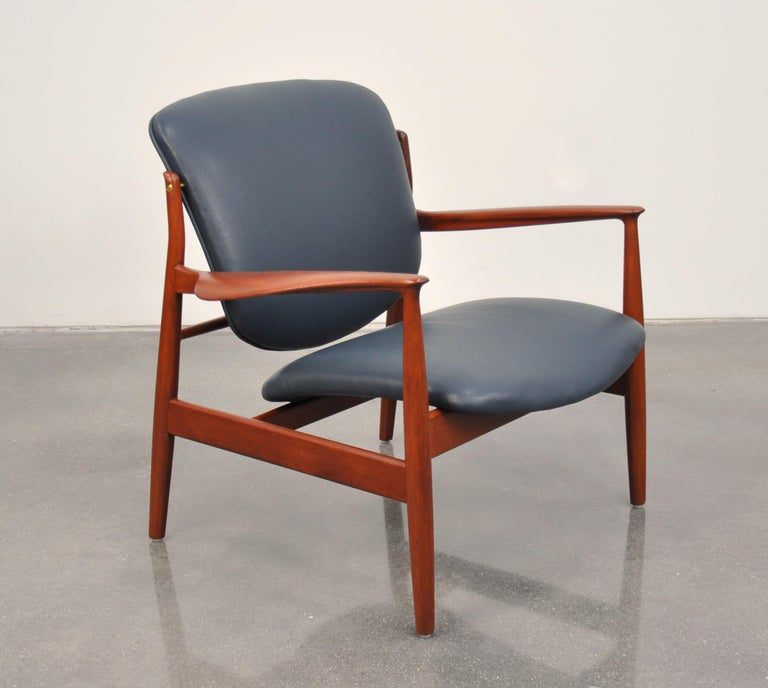 Danish Finn Juhl FD 136 Teak and Navy Blue Leather Lounge Chair For Sale