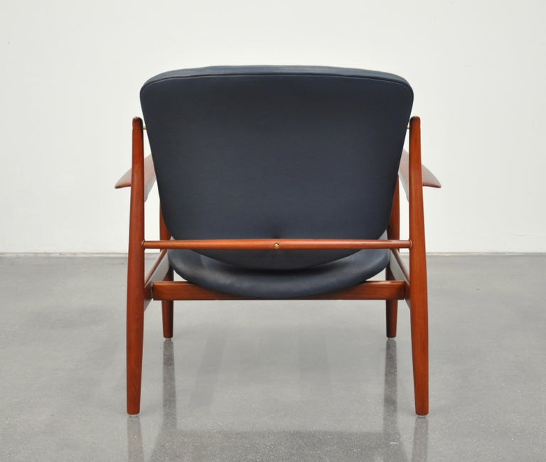 Brass Finn Juhl FD 136 Teak and Navy Blue Leather Lounge Chair For Sale