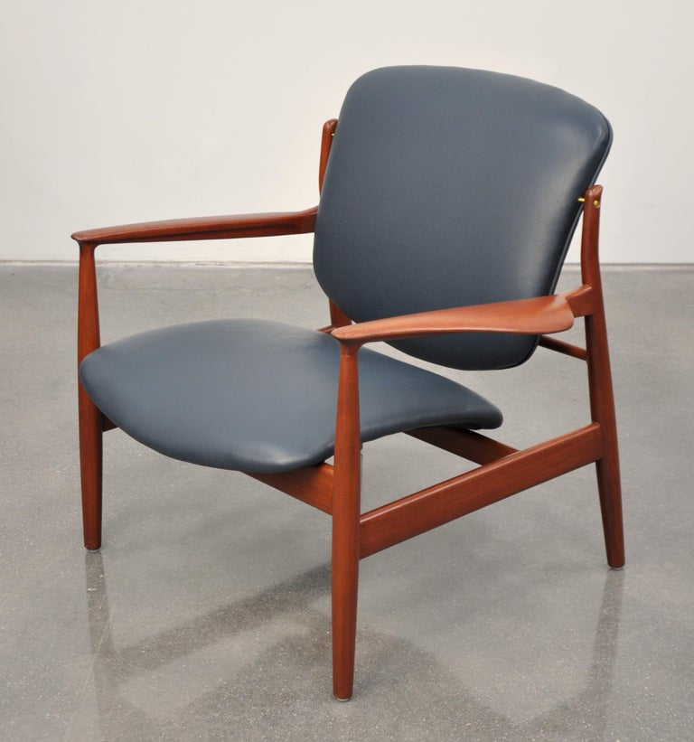 Finn Juhl FD 136 Teak and Navy Blue Leather Lounge Chair For Sale 3