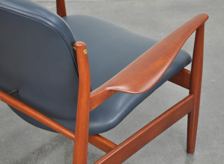 Finn Juhl FD 136 Teak and Navy Blue Leather Lounge Chair For Sale 4