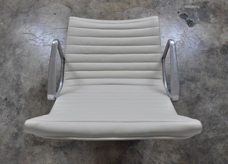 Eames Herman Miller Aluminium Group Lounge Chair and Ottoman 6