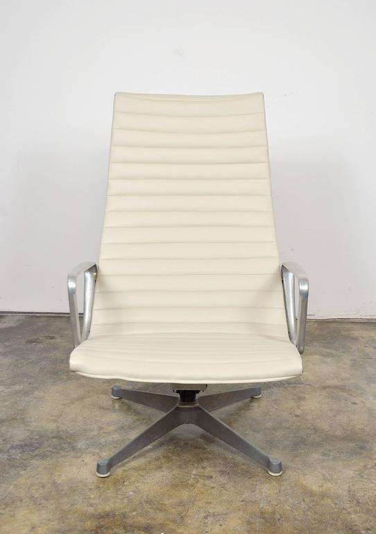 Eames Herman Miller Aluminium Group Lounge Chair and Ottoman 4