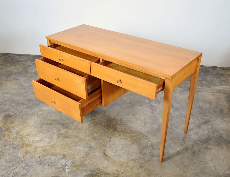 Paul McCobb Maple Desk or Vanity Table In Excellent Condition For Sale In Miami, FL