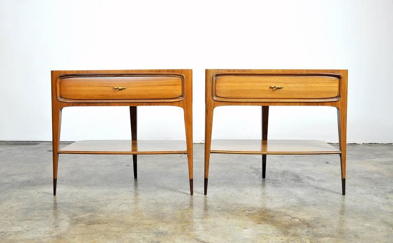 Mid-Century Modern Pair of Night Stands Attributed to Paolo Buffa For Sale