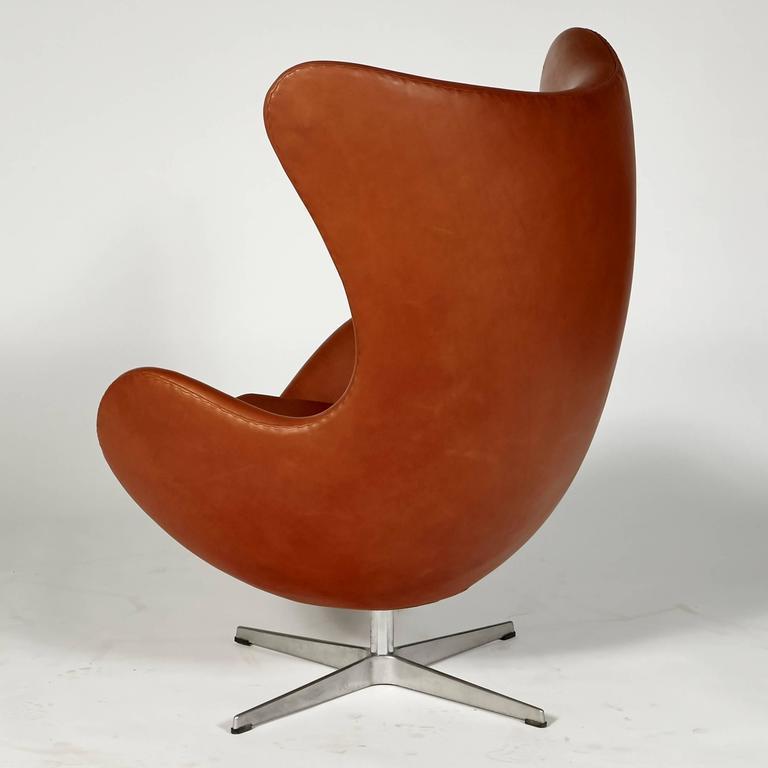 arne jacobsen for fritz hansen leather egg chair at 1stdibs. Black Bedroom Furniture Sets. Home Design Ideas