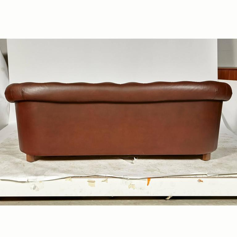 Late 20th Century Brown Leather Chesterfield Sofa For Sale