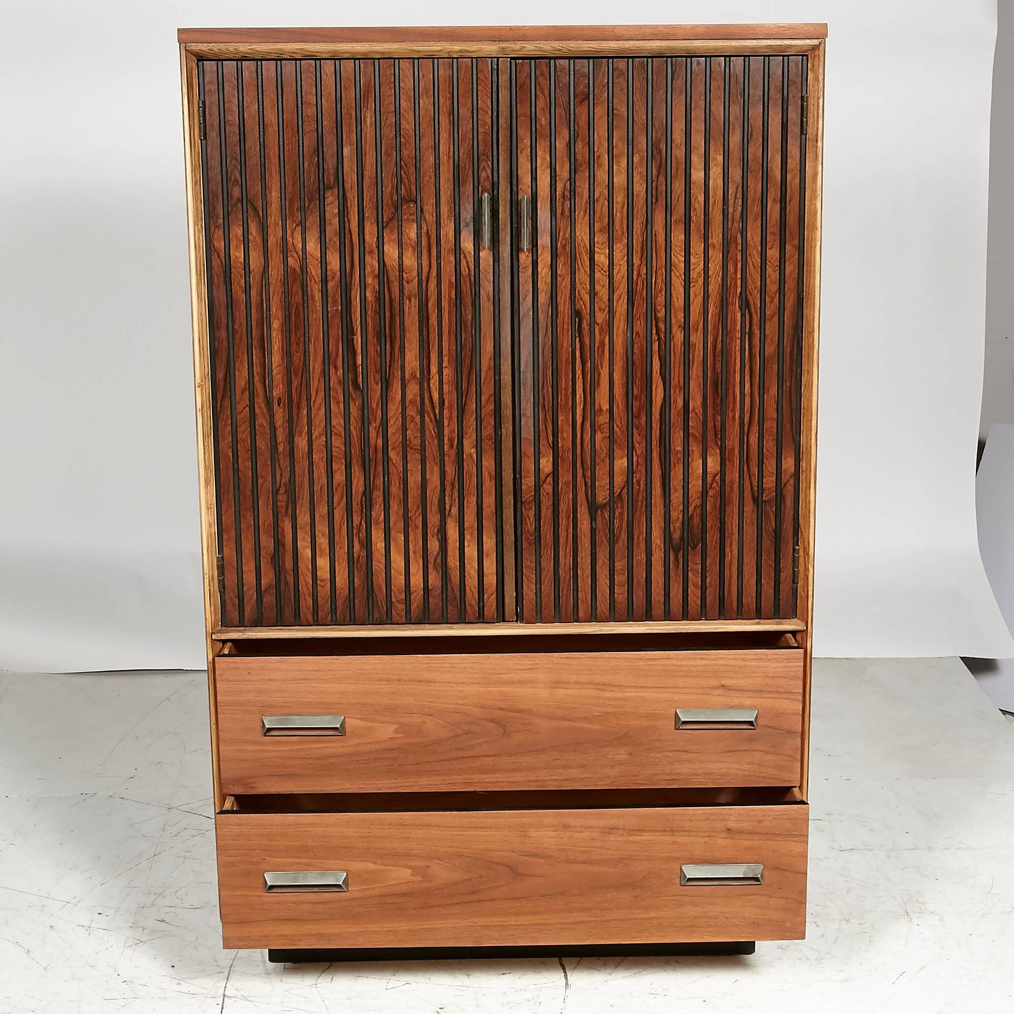 1960s Bassett Furniture Walnut Tall Dresser In Excellent Condition For Sale  In Amherst, NH