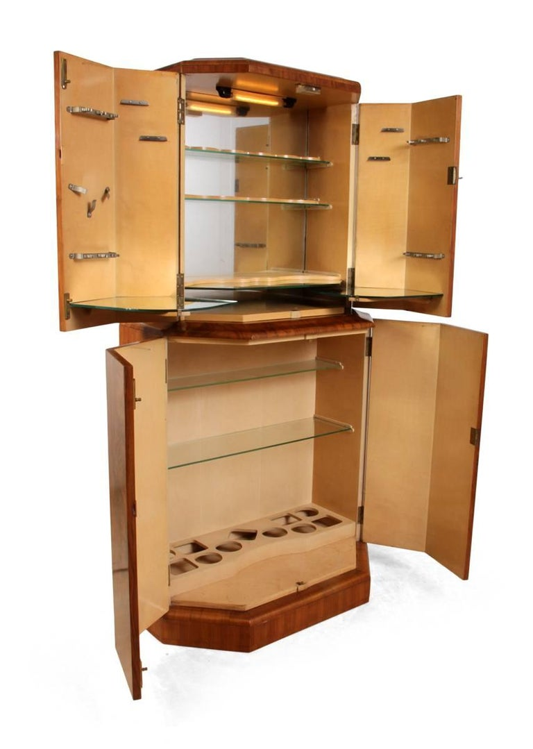 Art Deco Cocktail Cabinet in Walnut, circa 1930 For Sale 3