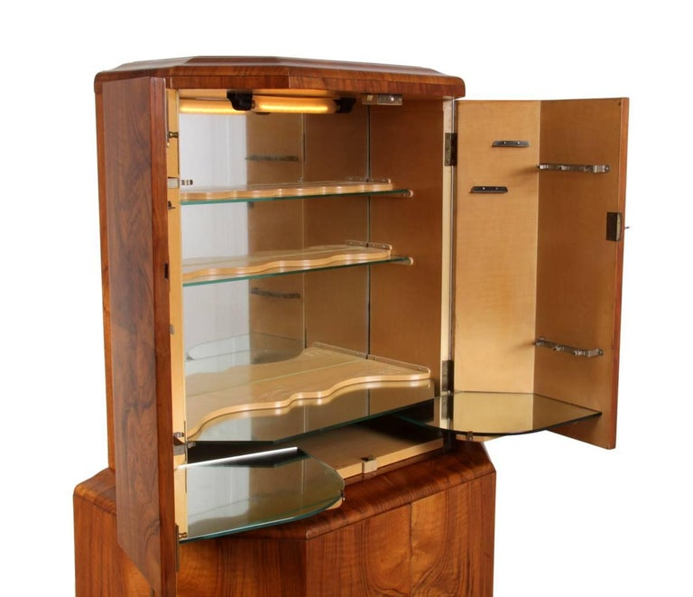 Art Deco Cocktail Cabinet in Walnut, circa 1930 For Sale 1