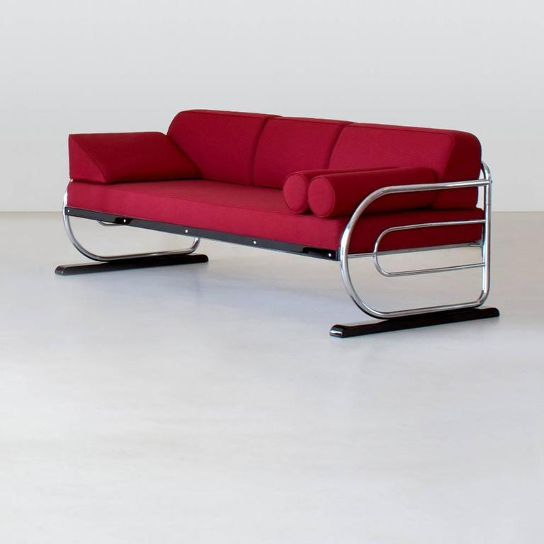 This original tubular steel Couch / Daybed in Art Deco - Streamline Design is restored on request and available in different amounts. Delivery time between 6-8 weeks.