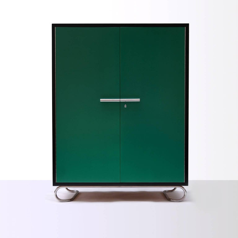 German Modernism Wooden Storage Cabinet Manufactured by GMD Berlin, Design 1925 In Excellent Condition For Sale In Berlin, DE