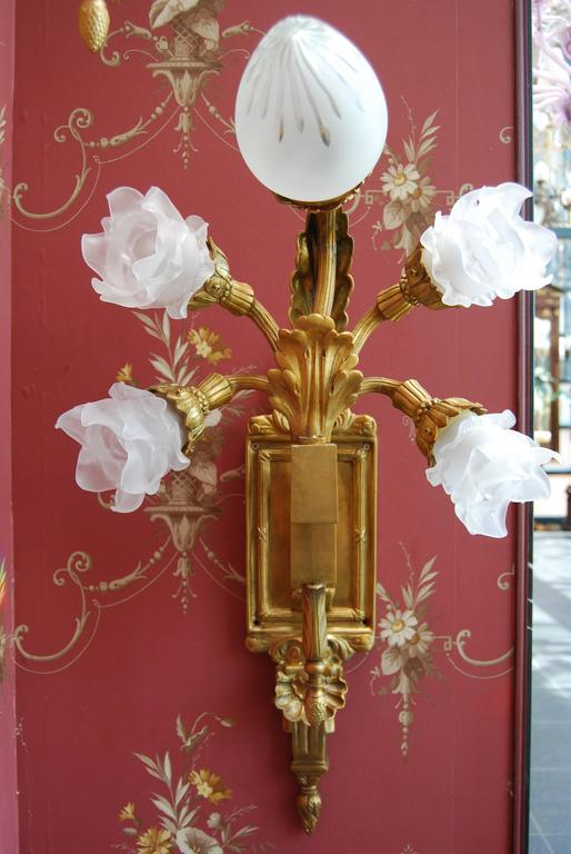 Bronze Beautifully cast in gilded 70 lights Chandelier late 19th Century from Amsterdam For Sale