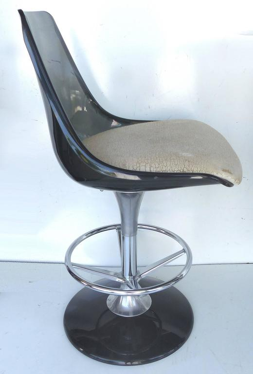 Faux Leather 1970s Mid-Century Modern Chromecraft Acrylic & Chrome Dry Bar with Two Stools For Sale