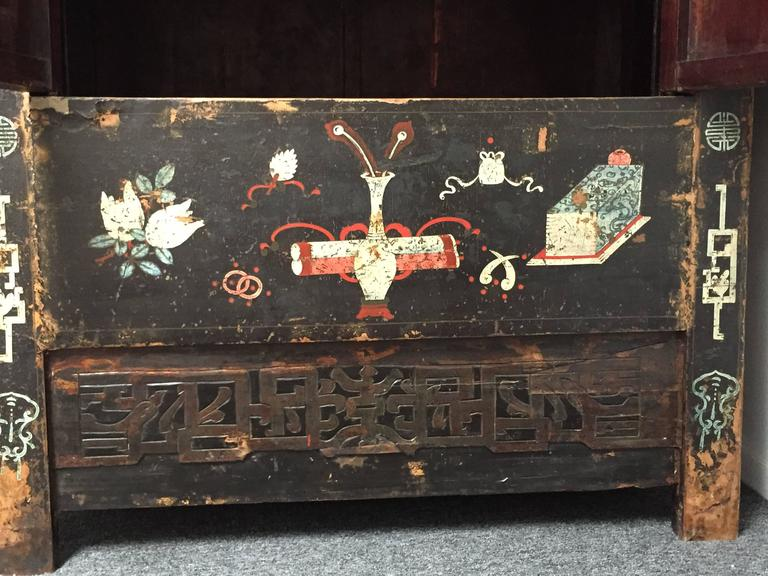 Early 20th Century Chinese Wedding Cabinet For Sale 2