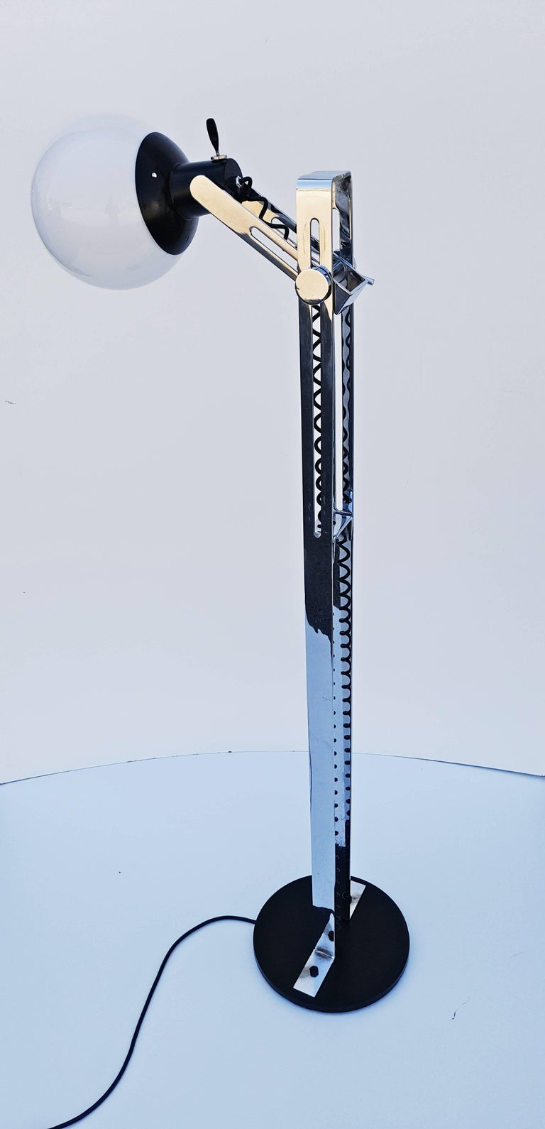 Italian Floor Lamp, 1970s For Sale 4