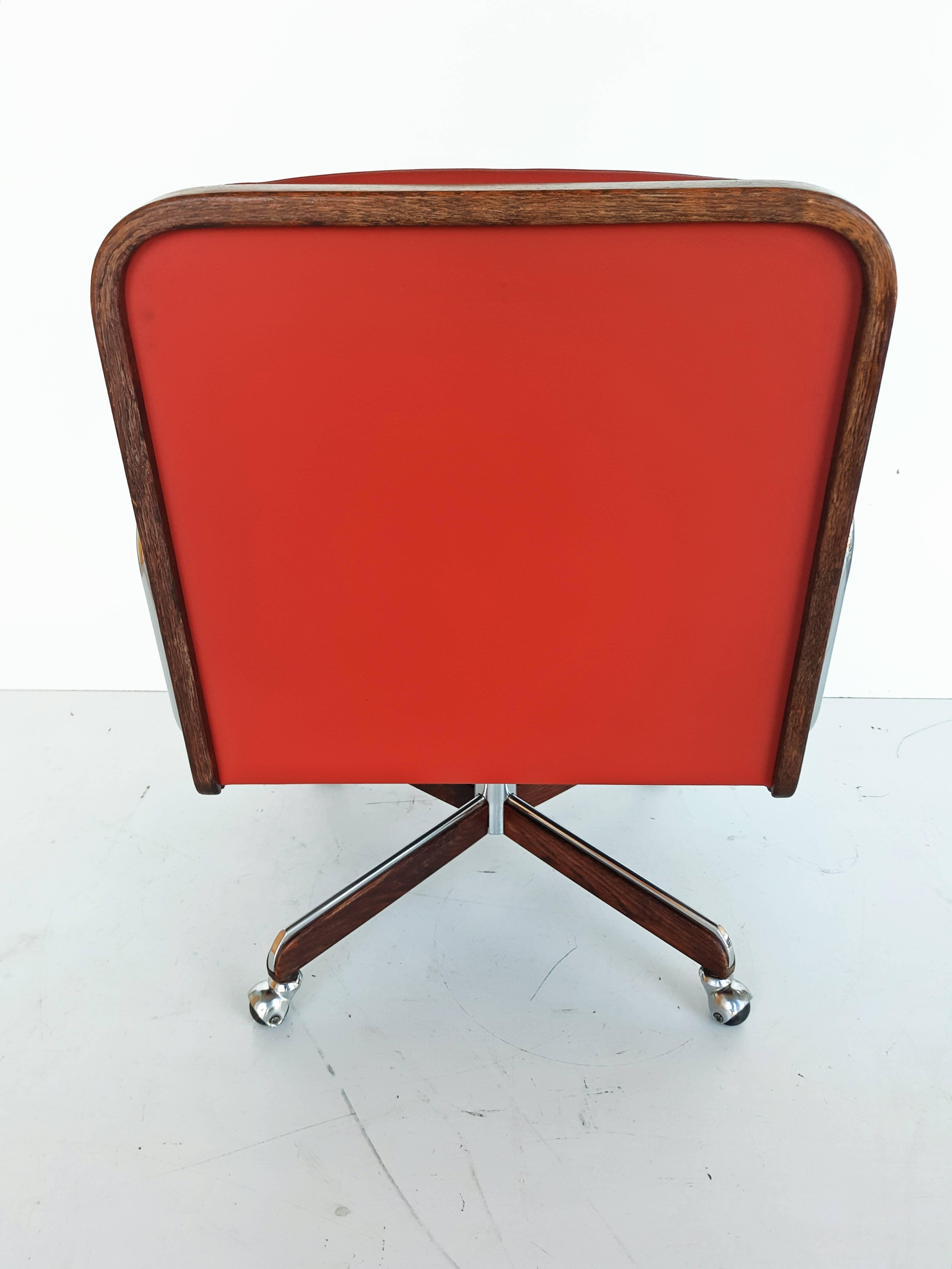Rare Leather Swivel Armchair By Ag Barcelona, Circa 1970 For Sale 4