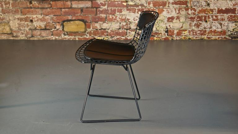 Mid-Century Modern Set of 4 Harry Bertoia Wire Chair/Side Chair for Knoll, Black Metal For Sale