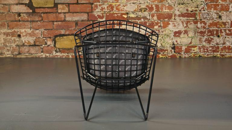 Set of 4 Harry Bertoia Wire Chair/Side Chair for Knoll, Black Metal In Fair Condition For Sale In Huddersfield, GB