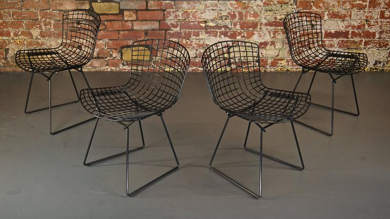 Set of 4 Harry Bertoia Wire Chair/Side Chair for Knoll, Black Metal For Sale 2
