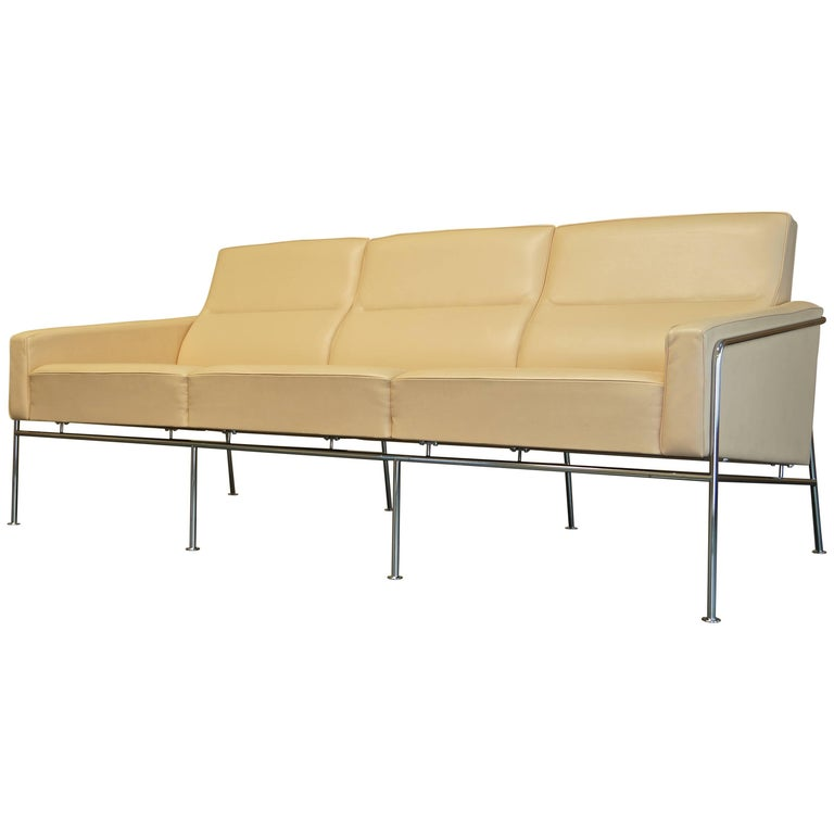 Danish Vintage Arne Jacobsen Series 3303 Leather Sofa by Fritz Hansen