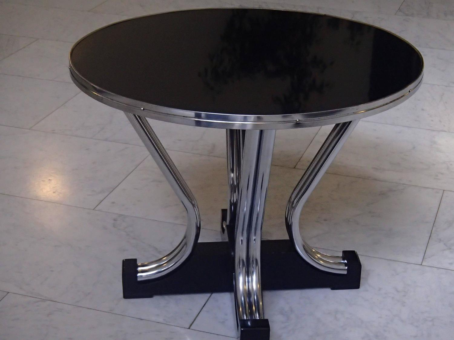 Bauhaus round coffee table chrome and black for sale at 1stdibs Black and chrome coffee table