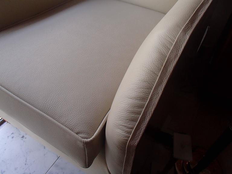 1930 Pair of Armchairs Off-White Leather and Rosewood For Sale 1