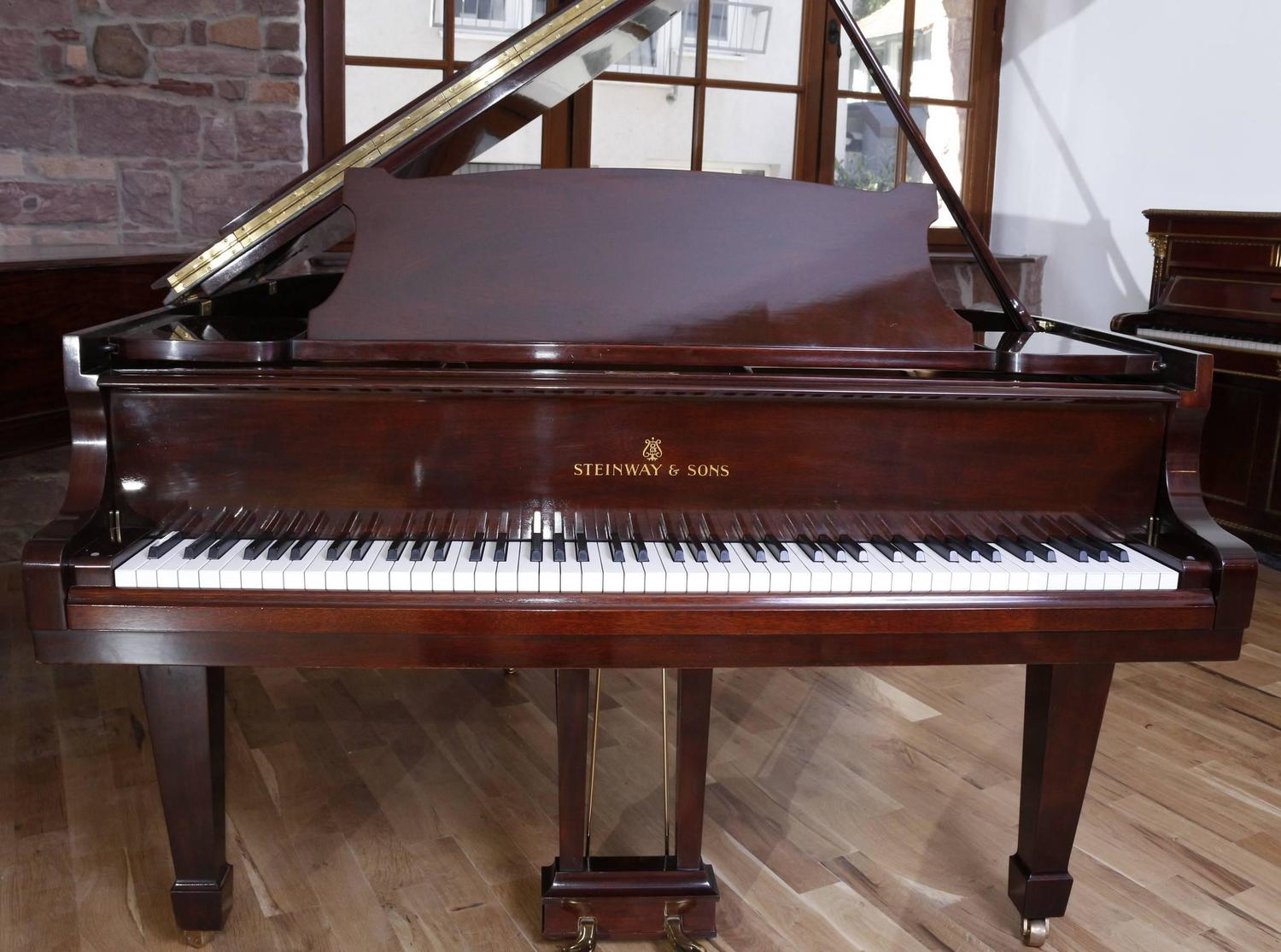 steinway and sons model 39 s 39 baby grand piano mahogany. Black Bedroom Furniture Sets. Home Design Ideas