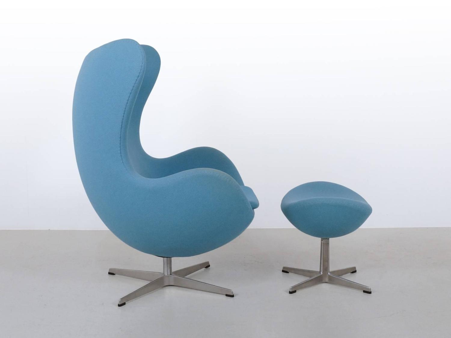 blue arne jacobsen egg chair and ottoman by fritz hansen. Black Bedroom Furniture Sets. Home Design Ideas