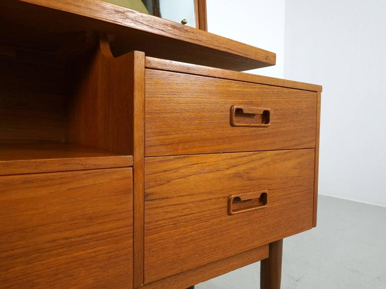 Danish Modern Teak Vanity or Dressing Table with Mirror, 1960s In Good Condition For Sale In 's Heer Arendskerke, NL