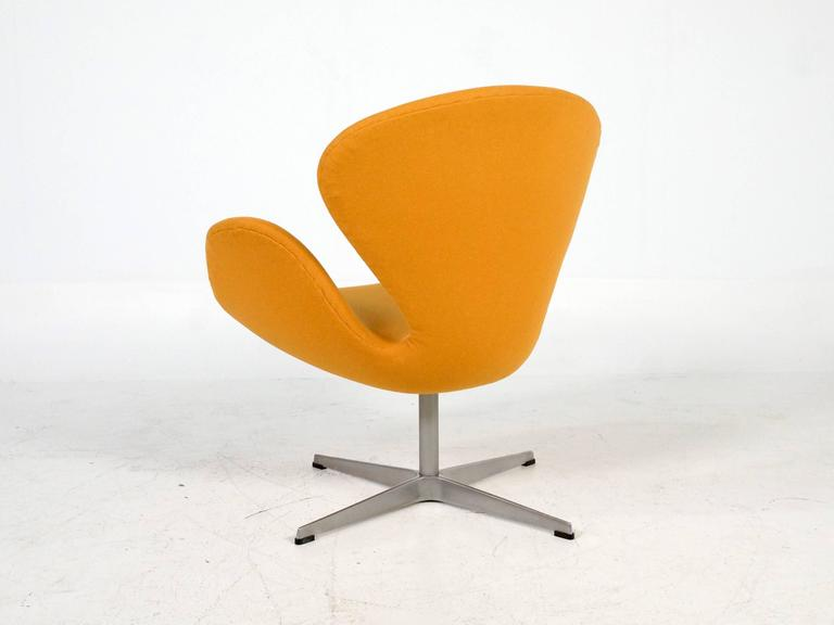 Yellow Swan Chair Jacobsen on Swivel Base 4