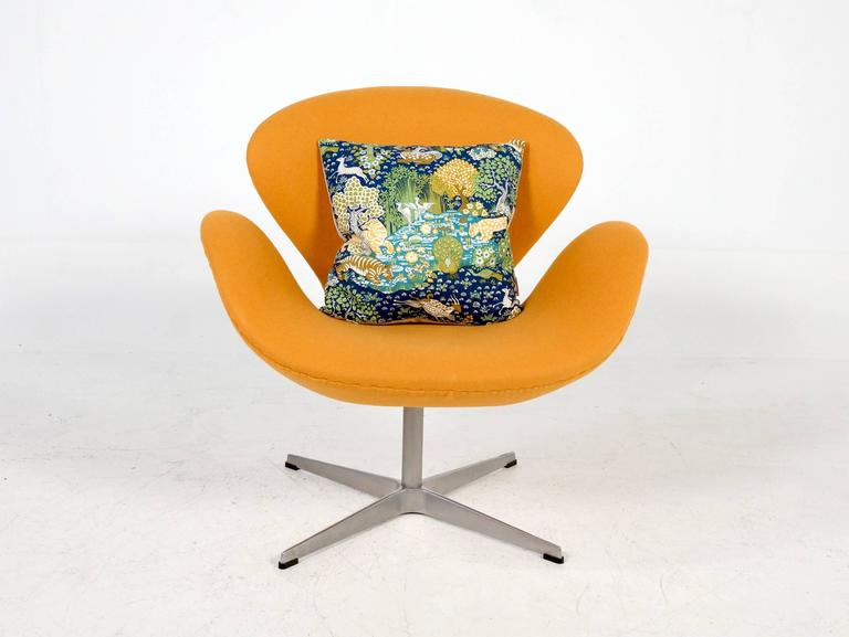 Yellow Swan Chair Jacobsen on Swivel Base 6