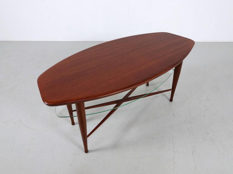 Teak Coffee Table with Glass Magazine Shelve Underneath In Good Condition For Sale In 's Heer Arendskerke, NL