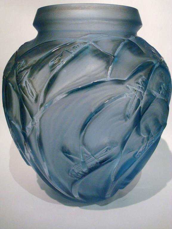 Rene Lalique Sauterelles Vase In Good Condition For Sale In Buenos Aires, Olivos